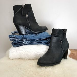 Vince Camuto • Black Leather Heeled Ankle Boots